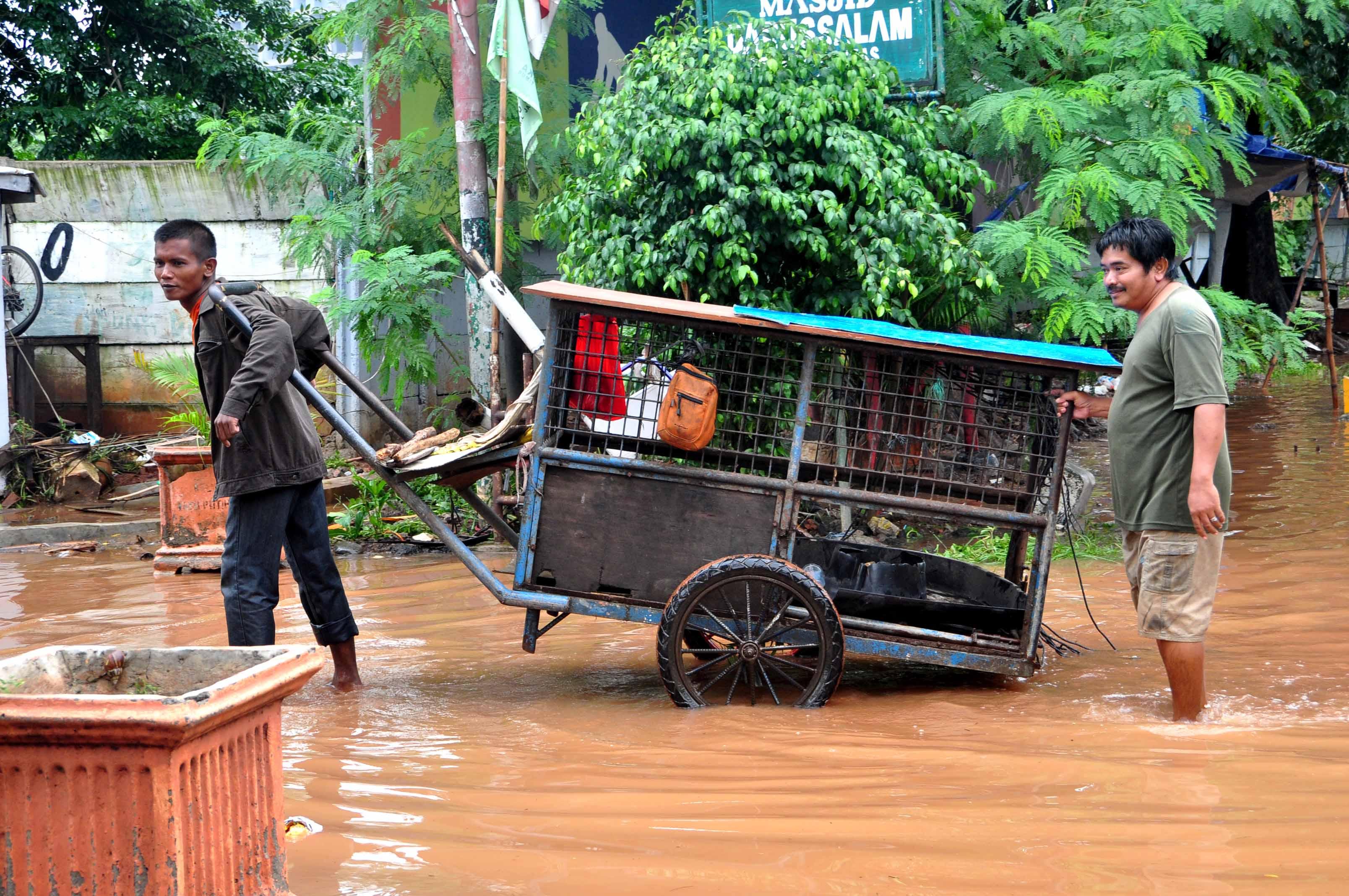 jakarta floods 2013 by samantha yap globalcitizensam jakarta floods 2013