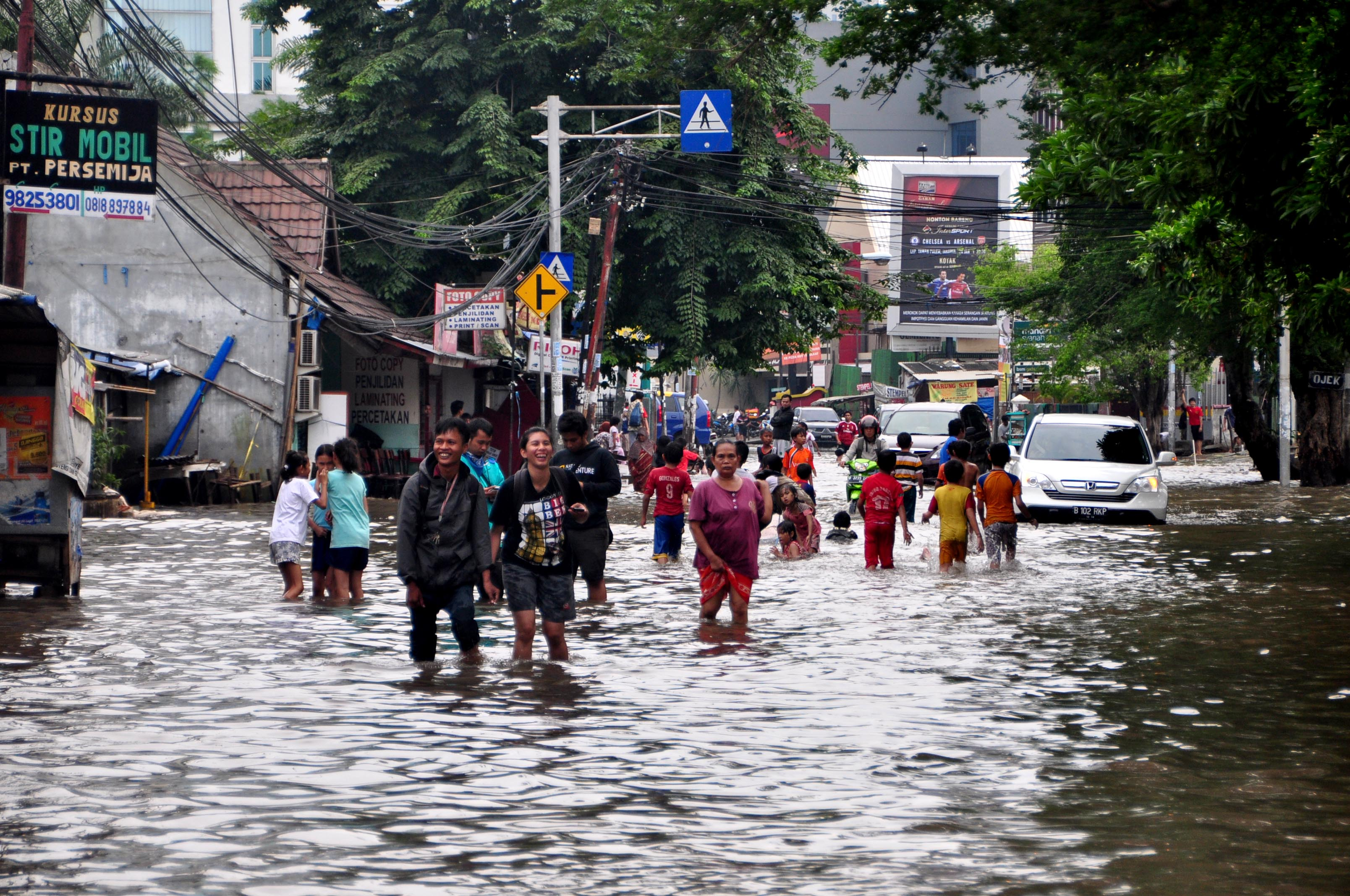jakarta floods by samantha yap globalcitizensam the floods turned the streets of bendungan hilir into rivers